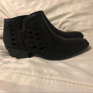 Shoes - Cute black booties!!